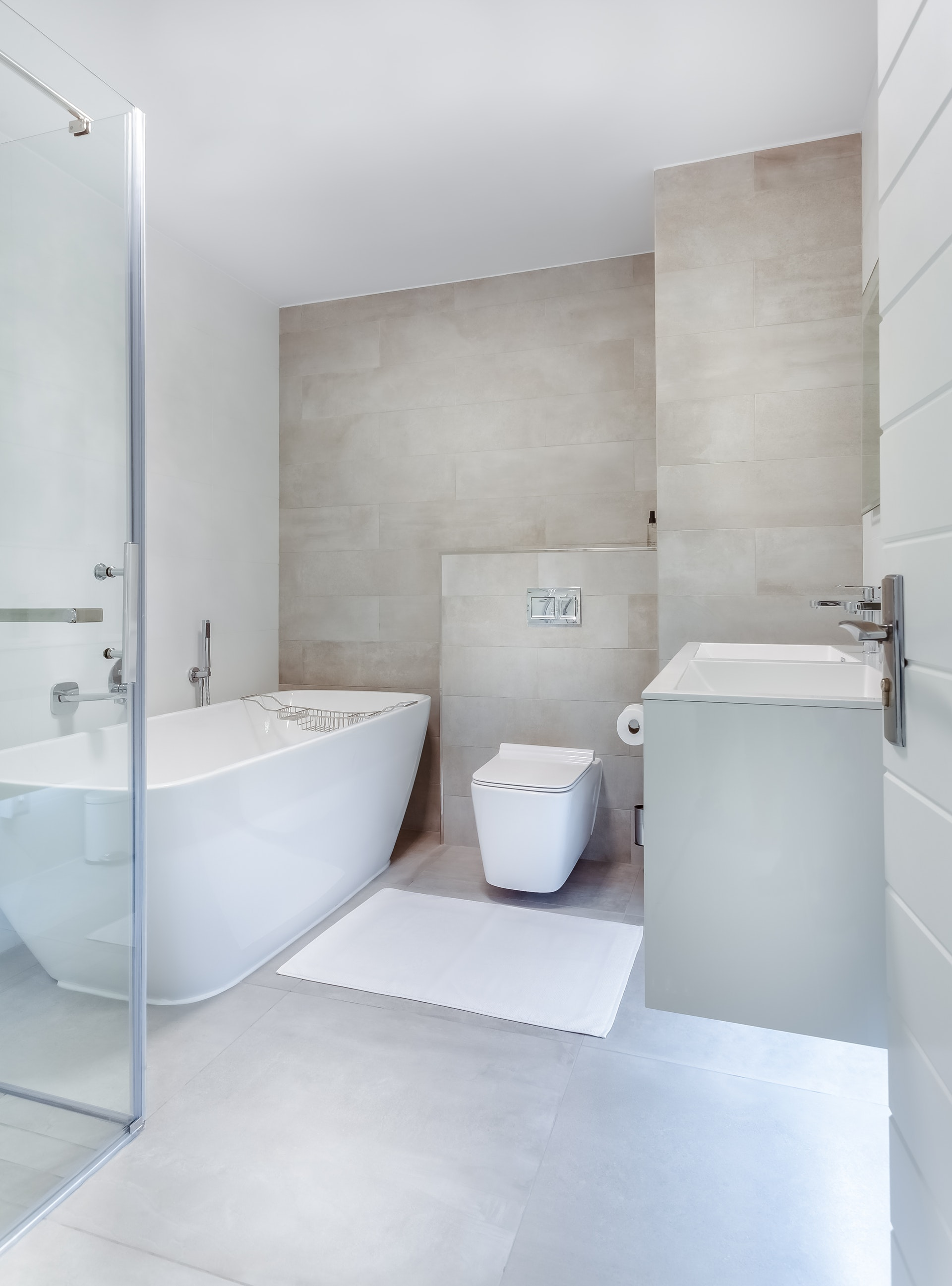 Dywanik łazienkowy w nowoczesnej łazience