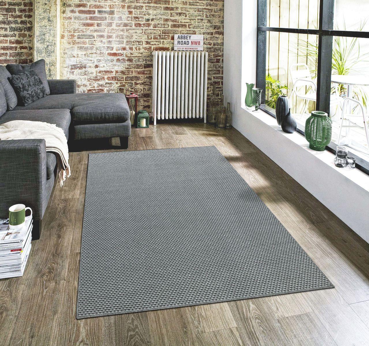 Nowoczesne wykładziny dywanowe w salonie jako dywan